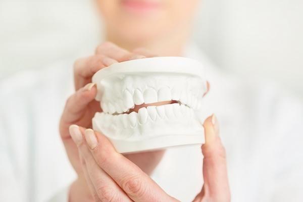 Wissenswertes über Implantologie